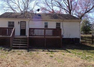 Casa en ejecución hipotecaria in Sandston, VA, 23150,  E NINE MILE RD ID: F4462419
