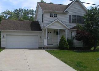 Casa en ejecución hipotecaria in Chagrin Falls, OH, 44023,  BEDFORD ST ID: F4463865