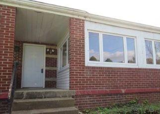 Casa en ejecución hipotecaria in Clairton, PA, 15025,  HALCOMB AVE ID: F4466721