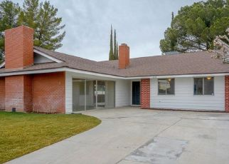 Casa en ejecución hipotecaria in Victorville, CA, 92395,  SMOKE TREE RD ID: F4478415