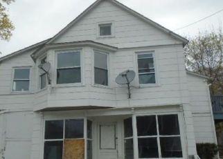 Casa en ejecución hipotecaria in New London, CT, 06320,  MAPLE AVE ID: F4485576