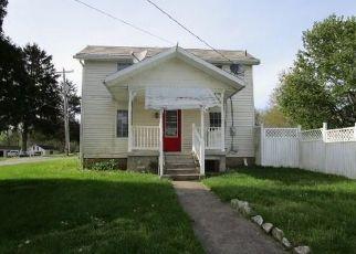 Casa en ejecución hipotecaria in Zanesville, OH, 43701,  NOLAN RD ID: F4486737