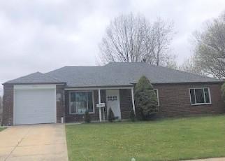 Casa en ejecución hipotecaria in Euclid, OH, 44132,  HEMLOCK DR ID: F4488146