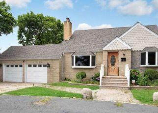 Casa en ejecución hipotecaria in West Islip, NY, 11795,  UDALL RD ID: F4498089