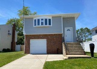 Casa en ejecución hipotecaria in Seaford, NY, 11783,  JACKSON AVE ID: F4500367