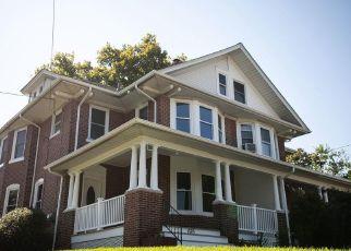 Casa en ejecución hipotecaria in North Wales, PA, 19454,  E WALNUT ST ID: F4502887
