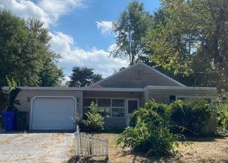 Foreclosure Home in East Hartford, CT, 06118,  MANOR CIR ID: F4503121