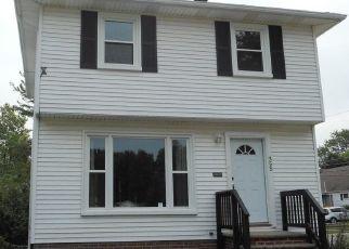 Casa en ejecución hipotecaria in Euclid, OH, 44123,  E 246TH ST ID: F4504612