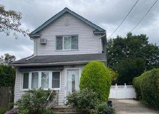 Casa en ejecución hipotecaria in Mineola, NY, 11501,  BURKHARD AVE ID: F4507022