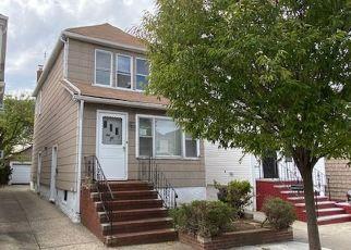 Casa en ejecución hipotecaria in Forest Hills, NY, 11375,  70TH RD ID: F4508072