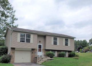 Casa en ejecución hipotecaria in Williamstown, PA, 17098,  LENKER DR ID: F4509662