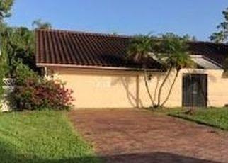 Casa en ejecución hipotecaria in Naples, FL, 34105,  PINEWOODS CIR ID: F4512735