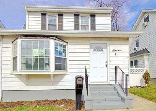Casa en ejecución hipotecaria in Lindenhurst, NY, 11757,  EVERGREEN DR ID: F4524929
