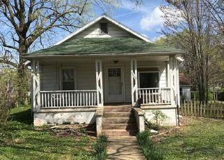 Casa en ejecución hipotecaria in Springfield, MO, 65802,  W WALNUT ST ID: F4525103