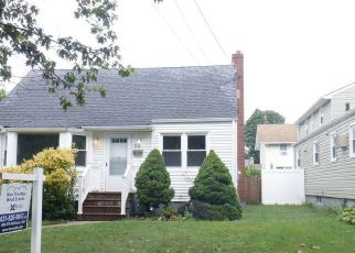 Casa en ejecución hipotecaria in Lindenhurst, NY, 11757,  LIBERTY AVE ID: F4532158