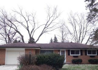 Foreclosed Home en ENDICOTT AVE, Greendale, WI - 53129