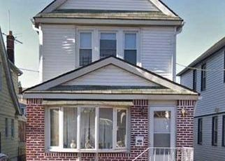 Foreclosed Home en 211TH ST, Queens Village, NY - 11428