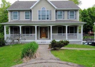 Foreclosed Home en WINCHESTER DR, Monroe, NY - 10950