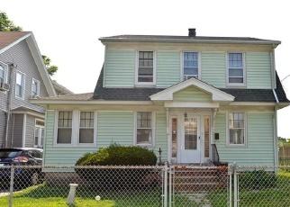 Foreclosed Home en BARNUM TER, Stratford, CT - 06614