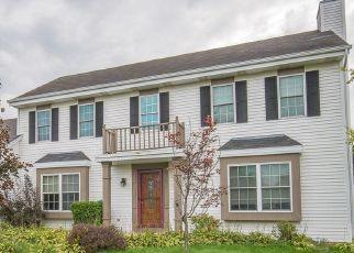 Foreclosed Home en W STONEWOOD CIR, Franklin, WI - 53132