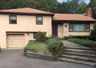 Foreclosed Home en HOLLAND RD, Bridgeport, CT - 06610