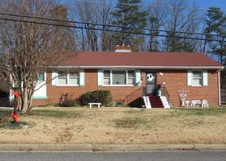 Foreclosed Home en RICKEY AVE, Temple Hills, MD - 20748