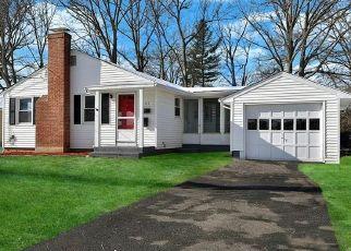 Foreclosed Home en SOMERSET ST, West Hartford, CT - 06110