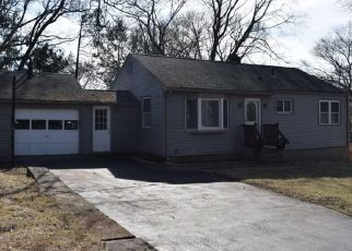 Foreclosed Home en NEWPORT AVE, Shelton, CT - 06484
