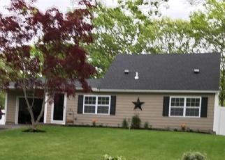 Foreclosed Home en MEYER LN, Medford, NY - 11763