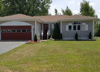 Foreclosed Home en DAVISON RD, Mooers Forks, NY - 12959