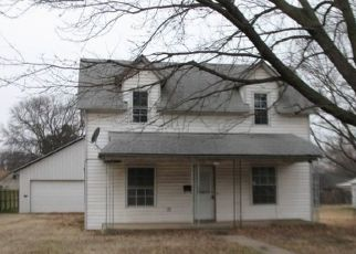Foreclosed Home in S MAGNOLIA AVE, Newkirk, OK - 74647