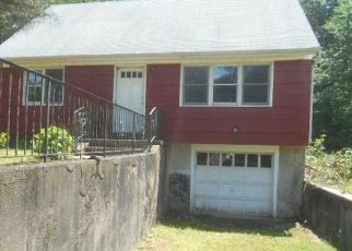 Foreclosed Home en BEAR HILLS RD, Newtown, CT - 06470