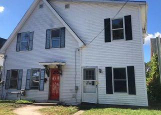 Foreclosed Home en GREEN ST, Putnam, CT - 06260