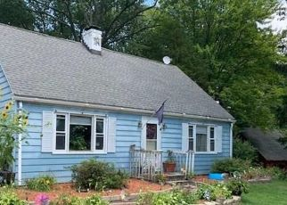 Foreclosed Home en BIRCHWOOD DR, Ansonia, CT - 06401