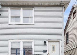Foreclosed Home en 192ND ST, Saint Albans, NY - 11412