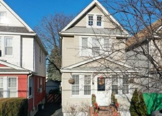 Foreclosed Home en AUSTIN ST, Rego Park, NY - 11374