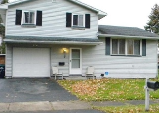 Foreclosed Home en VALENCIA DR, Rochester, NY - 14606