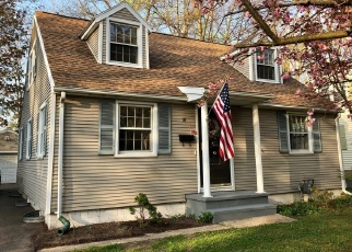 Foreclosed Home en GREENAWAY RD, Rochester, NY - 14610