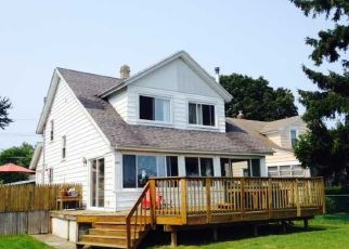 Foreclosed Home en EDGEMERE DR, Rochester, NY - 14612
