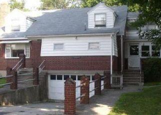 Foreclosed Home en COE LN, Ansonia, CT - 06401
