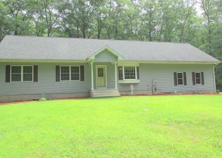 Foreclosed Home en EVERGREEN DR, Tolland, CT - 06084