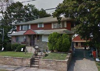 Foreclosed Home en JEROME AVE, Mineola, NY - 11501