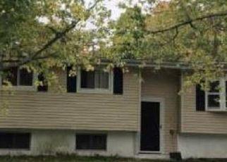 Foreclosed Home en HIGHLAND DR, Ledyard, CT - 06339