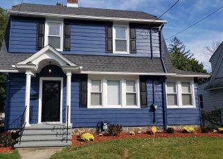 Foreclosed Home en N SUMMERFIELD AVE, Bridgeport, CT - 06610