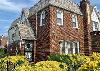 Foreclosed Home en 209TH PL, Queens Village, NY - 11429