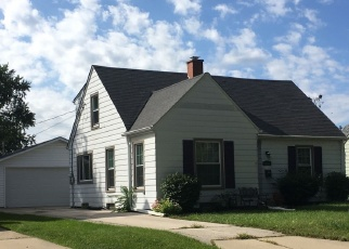 Foreclosed Home en S 103RD ST, Milwaukee, WI - 53214