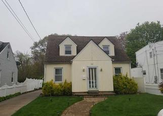 Foreclosed Home en PARKSIDE RD, West Hempstead, NY - 11552