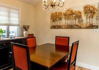 Foreclosed Home en E CHESTER ST, Long Beach, NY - 11561