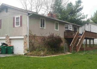 Foreclosed Home en RALPH LN, Hyde Park, NY - 12538