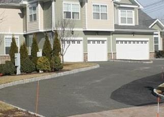 Foreclosed Home en BAINBRIDGE BLVD, Bethel, CT - 06801